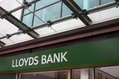 Lloyds-Bank-Zeichen-Speicher-Front Stockfoto