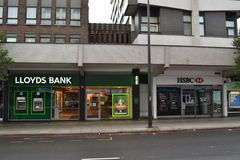 Lloyds och HSBC bankfilialer Royaltyfria Foton