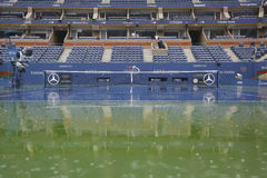 Llueva el retraso durante el US Open 2014 en Arthur Ashe Stadium en Billie Jean King National Tennis Center imagen de archivo