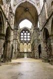 Llueva sobre las ruinas de la iglesia de la abadía del Villers-la-ville Fotos de archivo