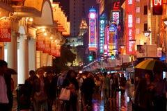 Lluvia de Shangai de la noche, China Foto de archivo