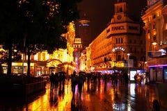 Lluvia de Shangai de la noche, China Imágenes de archivo libres de regalías