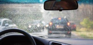 Lluvia del coche de la rueda de la congestión de tráfico Imagenes de archivo