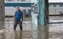 Lluvia e inundación en el Sena en París