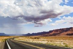 Lluvia en el camino, barranco de mármol Hwy 89 del verano Fotos de archivo