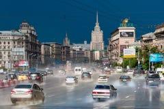 Lluvia en la avenida de Kutuzov Imágenes de archivo libres de regalías
