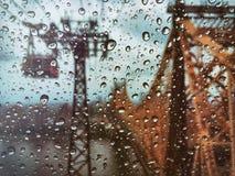 Lluvia en la opinión de Nueva York del tranvía de Roosevelt Island fotografía de archivo libre de regalías