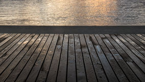 Lluvia en tableros de la madera en la salida del sol Imagen de archivo libre de regalías