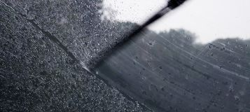 Lluvia en ventana de coche Fotos de archivo