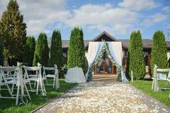 Lluvia hermosa del parque de la ceremonia de boda Fotografía de archivo libre de regalías