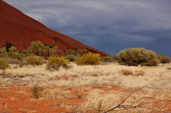Lluvia inminente en Uluru (roca de Ayers) Fotos de archivo