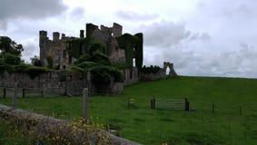 Lluvia irlandesa de la tormenta del castillo Fotografía de archivo libre de regalías