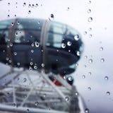Lluvia sobre el ojo de Londres Foto de archivo