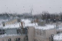Lluvia sobre el vidrio Fotos de archivo libres de regalías