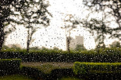 Lluvia sobre el vidrio Imágenes de archivo libres de regalías