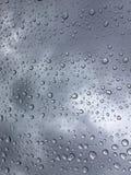 Lluvia sobre el vidrio del coche Imágenes de archivo libres de regalías