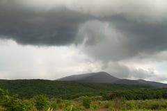 Lluvia sobre las montañas Foto de archivo libre de regalías
