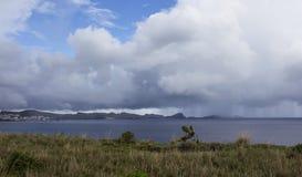 Lluvia sobre paninsula en Madeira imagen de archivo