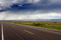 Lluvia sobre una carretera Foto de archivo libre de regalías