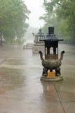Lluvia torrencial en un monasterio budista, Lantau Fotografía de archivo libre de regalías