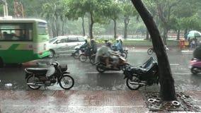 Lluvia tropical en Ho Chi Minh City, Vietnam metrajes