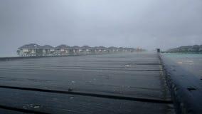 Lluvia tropical en los Maldivas almacen de metraje de vídeo
