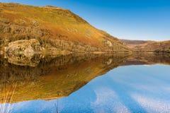 Llyn Gwynant反射, Snowdonia国家公园 库存照片