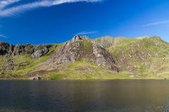湖和山、Llyn Idwal和Devil's厨房 库存照片