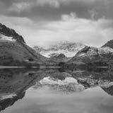 Llyn Nantll的美好的黑白冬天风景图象 库存照片