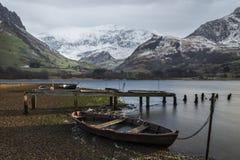Llyn Nantlle的美好的冬天风景图象在Snowdonia Na的 库存图片
