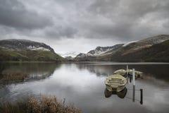 Llyn Nantlle的美好的冬天风景图象在Snowdonia Na的 图库摄影