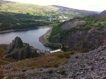 Llyn Peris & elektriskt berg Llanberis Arkivfoton