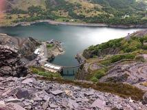 Llyn Peris y montaña eléctrica Llanberis Fotos de archivo