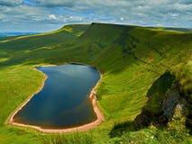 Llyn-y-вентилятор Fach - черная гора Уэльс Стоковая Фотография