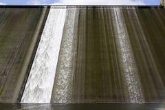 Llys y Fran水库水坝溢出 免版税图库摄影