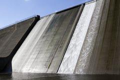 Llys y Fran水库水坝溢出 免版税库存图片