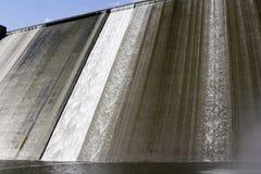 Llys y Fran水库水坝溢出 库存照片