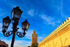 Lâmpada de rua, minarete exterior da parede da mesquita Imagem de Stock Royalty Free