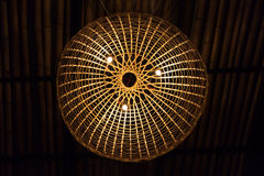 Lámpara tejida bambú Foto de archivo