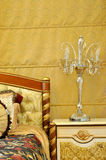 Lámpara y lecho de los muebles Foto de archivo libre de regalías