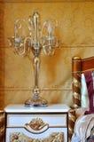 Lámpara y lecho en la decoración de oro Imagen de archivo libre de regalías