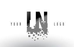 LN L logo de lettre de pixel de N avec les places noires brisées par Digital Photo stock