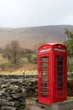 Ländlicher englischer Telefonkasten Lizenzfreies Stockbild