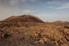 Lndscape de montanhas vulcânicas, Lanzarote, Ilhas Canárias Imagens de Stock
