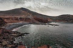 Lndscape de montanhas vulcânicas, Lanzarote, Ilhas Canárias Imagens de Stock Royalty Free