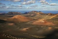 Lndscape de parc national de Timanfaya de montagnes volcaniques, Lanzarote, Îles Canaries Photos libres de droits