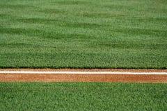 Línea de fondo en un campo de béisbol Imagen de archivo libre de regalías