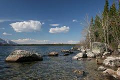 Línea de la playa magnífica del lago de la m3aquina de hilar del teton Imágenes de archivo libres de regalías
