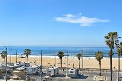 Línea de la playa y RVs del Huntington Beach Fotos de archivo