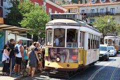 Línea 28 de la tranvía en Lisboa portugal Foto de archivo